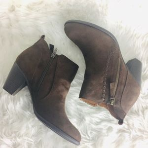 📣NIB Brown Suede Short Ankle Boots Booties